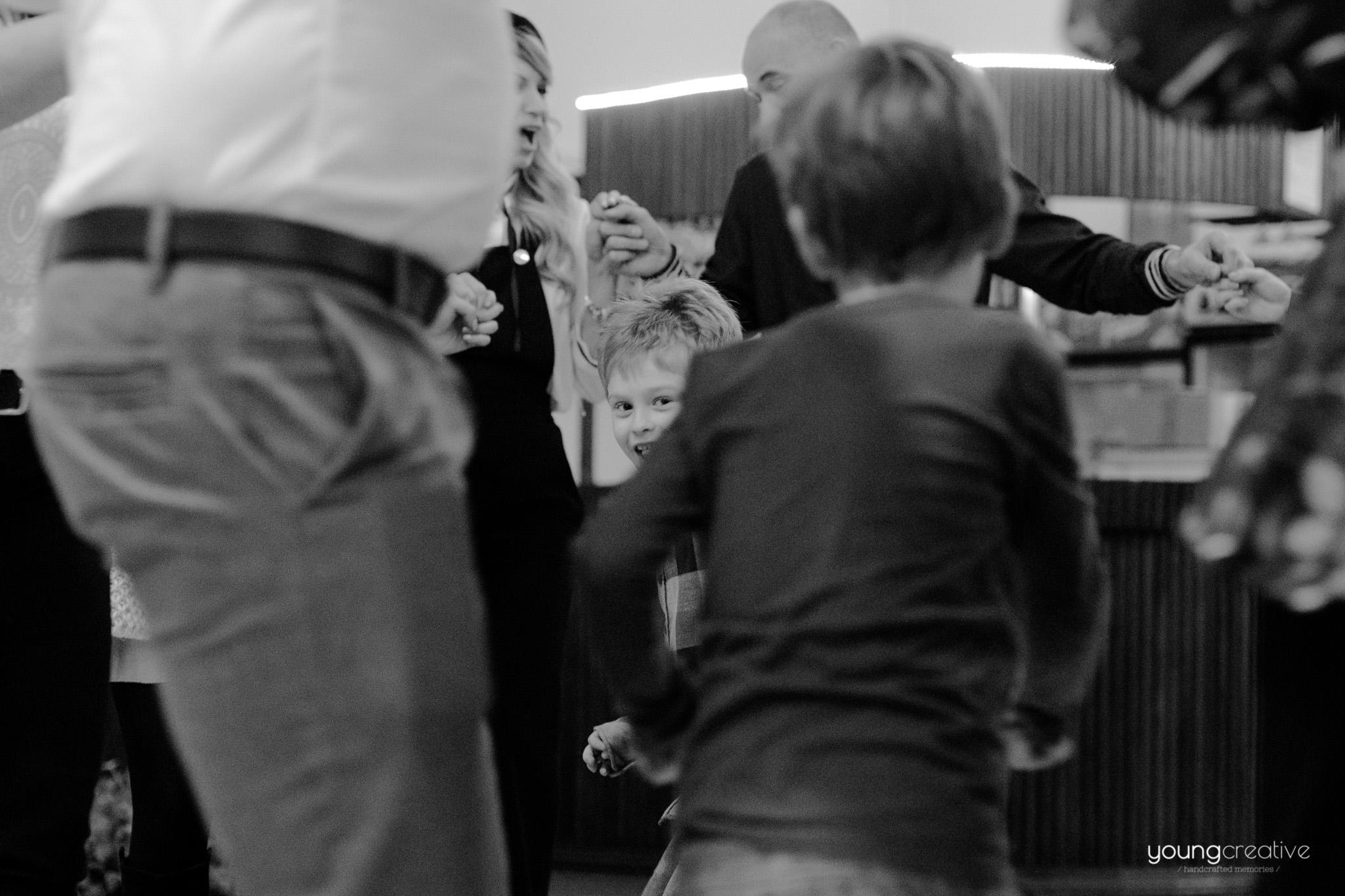 Mihnea, taierea motului | youngcreative.info media © Dan Filipciuc, Cristina Bejan | fotografi de eveniment Falticeni